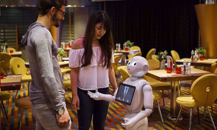 Costa Diadema - Robotul Pepper